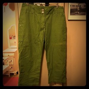 Khakis International Design Cute Green Capris